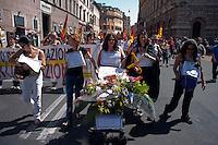 Roma 6 Settembre 2011.Manifestazione del sindacato  Usb con i comitati di base contro la manovra del governo Berlusconi..