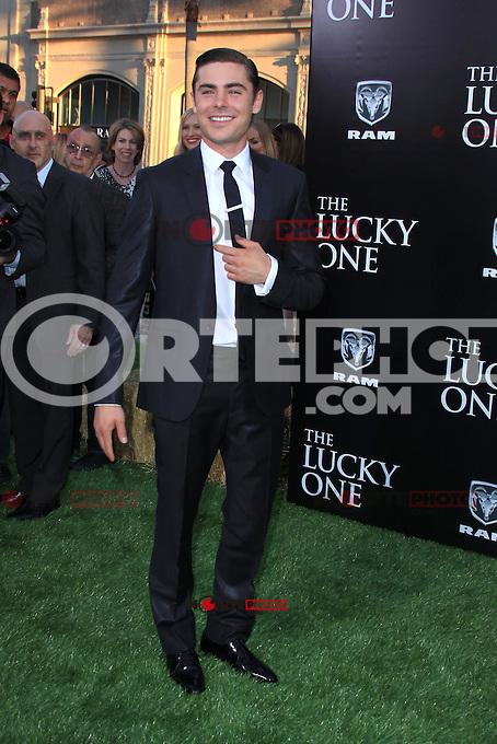 Zac Efron en el estreno de Warner Bros. Pictures, &quot;The Lucky One&quot; en el Teatro Chino de Grauman el 16 de abril de 2012 en Hollywood, California. <br /> (Foto:&copy;*mpi25//MediaPunch/NortePhoto.com*)<br /> **SOLO*VENTA*EN*MEXiCO**<br /> **CREDITO*OBLIGATORIO**