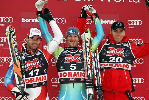 29 12 2009  Ski Alpine FIS WC Bormio Dowmhill  men Bormio Italy 29 Dec 09 Ski Alpine FIS World Cup Dowmhill  for men Award Ceremony Picture shows the cheering from Didier Defago SUI Andrej Jerman SLO and Michael Walchhofer AUT .