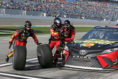 Monster Energy NASCAR Cup Series<br /> The Advance Auto Parts Clash<br /> Daytona International Speedway, Daytona Beach, FL USA<br /> Sunday 11 February 2018<br /> Martin Truex Jr., Furniture Row Racing, 5-hour ENERGY/Bass Pro Shops Toyota Camry pit stop<br /> World Copyright: Lesley Ann Miller<br /> LAT Images