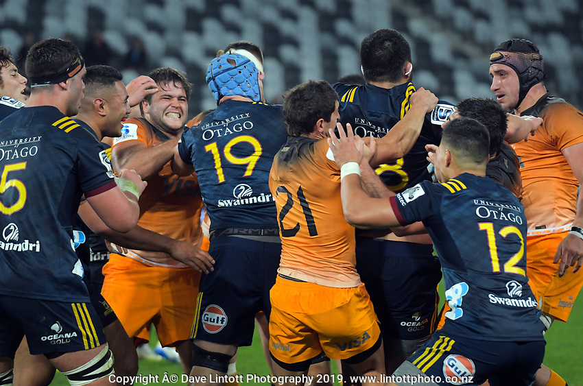 A civilised melee breaks out during the Super Rugby match between the Highlanders and Jaguares at Forsyth Barr Stadium in Dunedin, New Zealand on Saturday, 11 May 2019. Photo: Dave Lintott / lintottphoto.co.nz