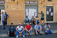Roma 6 Agosto 2014<br /> Sono tornati per pochi minuti i dehors a Piazza Navona. I titolari dei ristoranti  hanno deciso di alzare le saracinesche e ripristinare gli spazi esterni, ma posizionando i tavolini nel rispetto dei limiti imposti dalle concessioni del comune di Roma. Ma gli agenti della municipale li hanno bloccati: &quot;Non sono autorizzati&quot;. I lavoratori del Ristorante Tre Scalini chiuso dalla polizia municipale, rimasti senza lavoro<br /> Rome August 6, 2014 <br /> They came back for a few minutes the dehors in the Piazza Navona. The owners of the restaurants have decided to raise the  rolling shutter and restore the dehors, but by placing the tables within the limits imposed by the concessions of the city of Rome. But the agents of the municipal blocking them: &quot;They are not unauthorised &quot;. The workers of the Tre Scalini Restaurant closed by the municipal police, now unemployed