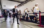 ***BETALBILD***  <br /> Stockholm 2015-09-19 Ishockey SHL Djurg&aring;rdens IF - Skellefte&aring; AIK :  <br /> Skellefte&aring;s assisterande tr&auml;nare Bert Robertsson , Anton Lindholm och Terry Broadhurst med lagkamrater ser nedst&auml;mda ut under en periodpaus under matchen mellan Djurg&aring;rdens IF och Skellefte&aring; AIK <br /> (Foto: Kenta J&ouml;nsson) Nyckelord:  Ishockey Hockey SHL Hovet Johanneshovs Isstadion Djurg&aring;rden DIF Skellefte&aring; SAIK depp besviken besvikelse sorg ledsen deppig nedst&auml;md uppgiven sad disappointment disappointed dejected
