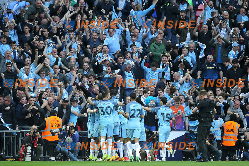 Joie Manchester City celebrate after Sergio Aguero scored their goal <br /> London 23/04/2017 <br /> Arsenal vs Manchester City - FA Cup Semi Final <br /> Foto Darren Staples/PHCImages / Panoramic/Insidefoto <br /> ITALY ONLY