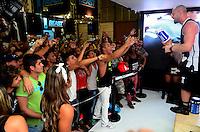 RIO DE JANEIRO, RJ, 31.05.2015 MULTIESPORTIVO-FEIRA - Movimentação no Arnold Classic Brasil no Rio Centro na Barra da Tijuca no Rio de Janeiro, neste domingo (31). O Arnold Classic Brasil é um evento multiesportivo, voltado tanto para o público business como para o público em geral, que abrange a maior feira de nutrição esportiva, lutas, performance e fitness do país, além de apresentar diversas competições olímpicas e não olímpicas e um congresso palestras nas areas de saúde, alimentação e atividade física com grandes nomes do cenário nacional e internacional. (Foto: Jorge Hely/Brazil Photo Press)