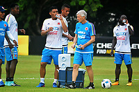 BARRANQUILLA - COLOMBIA, 28-08-2017: Nestor Pekerman (Centro Der) entrenador y Oscar Murillo, Teofilo Gutierrez y Yimmi Chara jugadores de la Selección Colombia durante entrenamiento en la cancha de la Universidad Autónoma de Barranquilla. Colombia se prepara para el próximo partido contra Venezuela y Brasil por la clasificación a la Copa Mundo FIFA 2018 Rusia. / Nestor Pekerman (L) coach and Oscar Murillo, Teofilo Gutierrez and Yimmi Chara players of Colombian soccer team during training session at Universidad Autonoma field in Barranquilla city. Colombian team prepares the next match against Venezuela and Brazil for the qualifier of the  2018 FIFA World Cup Russia. Photo: VizzorImage / Alfonso Cervantes / Cont