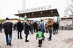 Stockholm 2014-03-01 Bandy SM-semifinal 1 Hammarby IF - V&auml;ster&aring;s SK :  <br /> Publik utanf&ouml;r huvudentr&eacute;n till Zinkensdamms IP innan matchen<br /> (Foto: Kenta J&ouml;nsson) Nyckelord:  VSK Bajen HIF Zinkensdamm Zinken supporter fans publik supporters utomhus exteri&ouml;r exterior