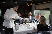 Europe/République Tchèque/Prague:A bord de l'Orient-Express Train de Luxe qui assure la liaison Calais,Paris , Prague,Venise - Service du déjeuner dans une des  voitures restaurant [Non destiné à un usage publicitaire - Not intended for an advertising use] [Non destiné à un usage publicitaire - Not intended for an advertising use]