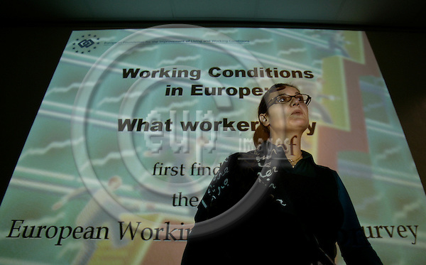 BRUSSELS - BELGIUM - 07 NOVEMBER 2006 -- Agnes PARENT-THIRION, research coordinator, working conditions' team at EUROFOUND, at the presentation of the Fourth European Working Conditions Survey: First results of Working conditions in Europe - what workers say.   PHOTO: ERIK LUNTANG / EUP-IMAGES