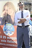 Roma, 9 Maggio 2014<br /> Pantheon, Piazza della Rotonda.<br /> Fratelli d'Italia-Alleanza Nazionale ha organizzato un sit-in in occasione della Festa dell'Europa per ribadire il proprio scetticismo verso questa Unione europea più vicina alle banche e al rigore di Bruxelles che ai reali interessi dei cittadini italiani.<br /> Coniata la moneta NO MERKEL<br /> In Europa l'Italia soprattutto.<br /> L'eurodeputato e candidato Marco Scurria davanti al manifesto di Giorgia Meloni