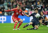 FUSSBALL   1. BUNDESLIGA  SAISON 2011/2012   17. Spieltag   16.12.2011 FC Bayern Muenchen - 1. FC Koeln        Toni Kroos (li, FC Bayern Muenchen) erzielt hier das Tor zum 3-0 gegen Henrique Sereno (1. FC Koeln)
