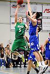 2015-10-31 / Basketbal / seizoen 2015-2016 / Oxaco - Gistel Oostende / Vanderhaegen probeert Nick Celis (Oxaco) af te stoppen<br /><br />Foto: Mpics.be