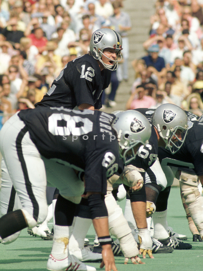Oakland Raiders Ken Stabler (12) during a game from his career with the Oakland Raiders. Ken Stabler played for 15 years with 3 different teams and was a 4-time Pro Bowler and was inducted to the Pro Football Hall of Fame in 2016.(SportPics)