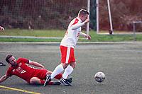 Eric Straub (SKV Büttelborn) wird gefoult - Elfmeter - Büttelborn 31.10.2017: SKV Büttelborn vs. TSV Höchst