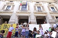 Roma, 31 Maggio 2011.MIUR ministero istruzione università ricerca.Manifestazione di genitori insegnanti e alunni del coordinamento scuole elementari contro i tagli alla scuola pubblica