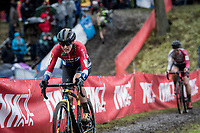 In her first race of the season and her debut race for her new team, Dutch Champion Lucinda Brand (NED/Telenet-Baloise Lions) dominates in this race that she will eventually go on to win.<br /> <br /> Jaarmarktcross Niel 2019 (BEL)<br /> <br /> ©kramon