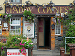 County Galway, Ireland: Paddy Counes pub in Tullycross on the Connemara Loop