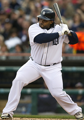 April 29, 2013:  Detroit Tigers first baseman Prince Fielder (28) at bat during MLB game action between the Minnesota Twins and the Detroit Tigers at Comerica Park in Detroit, Michigan.  The Tigers defeated the Twins 4-3.