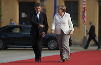 Berlin, Bundeskanzlerin Angela Merkel und ihr Ehemann Joachim Sauer am Mittwoch (19.06.13) in Berlin vor Schloss Charlottenburg auf dem Roten Teppich des Empfangs für den US-amerikanischen Praesident Barack Obama in Berlin. Foto: Michael Gottschalk/CommonLens