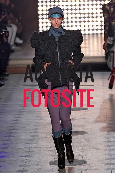 Paris, Franca &ndash; 02/2014 - Desfile de Vivienne Westwood durante a Semana de moda de Paris - Inverno 2014. <br /> Foto: FOTOSITE