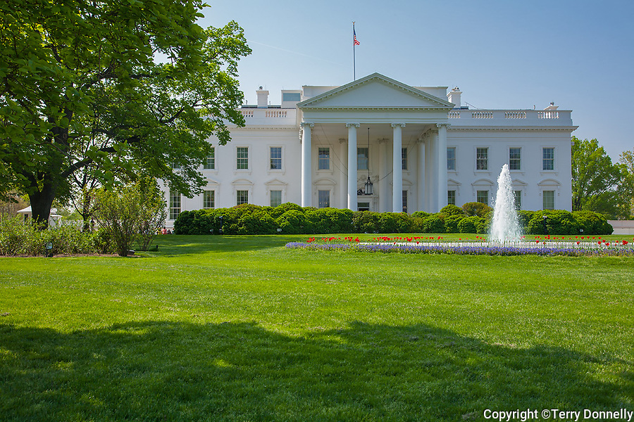The White House, Washington, DC<br /> North facade of the White House across the North Lawn and fountain