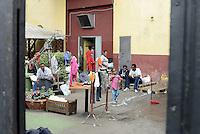 Roma, 13 Giugno 2015<br /> Vi Tiburtina.<br /> Centinaia di migranti hanno trovato rifugio nel centro di accoglienza Baobab di Via Cupa e nelle vie limitrofe.<br /> Uomini e donne nel cortile