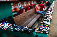 Detalle guantes, guanteletas en dogout  de Mayos de Navojoa, durante juego de beisbol de la Liga Mexicana del Pacifico temporada 2017 2018. Tercer juego de la serie de playoffs entre Mayos de Navojoa vs Naranjeros. 04Enero2018. (Foto: Luis Gutierrez /NortePhoto.com)