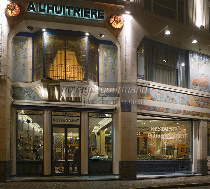 """Europe/France/Nord-Pas-de-Calais/59/Nord/Lille: """"L'Huitrière"""" """" rue des Chats Bossus - la façade Art déco la nuit"""