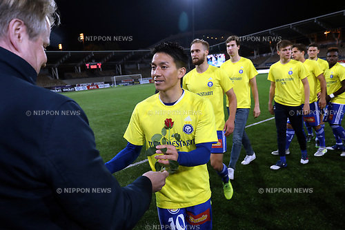 "Atomu Tanaka (HJK), SEPTEMBER 27, 2017 - Football / Soccer : Atomu Tanaka of HJK Helsinki receive the rose  after winning their 28th leage title during the Finnish ""Veikkausliiga"" match between HJK Helsinki 1-0 IFK Mariehamn at Telia 5G -areena in Helsinki, Finland. HJK Helsinki players wearing ""Double Champions"" T-shirt, they also won the Cup. (Photo by Juha Tamminen/AFLO)"