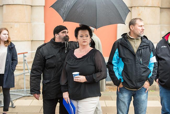 AfD-Kundgebung in Potsdam.<br /> Ca. 70 AfD-Anhaenger kamen am Samstag den 9. September 2017 zu einer Wahlveranstaltung der rechtsnationalistischen &quot;Alternative fuer Deutschland&quot;, AfD. Unter den Teilnehmern waren u.a. Neonazis die &quot;Patrioten Cottbus&quot; oder die sog. &quot;Schwarze Sonne&quot;, ein Zeichen der SS auf ihren Jacken trugen. Offiziell hatte die AfD die Kundgebung als Gruendung einer rechten Gewerkschaft namens &quot;Alternativer Arbeitnehmerverband Mitteldeutschland&quot; (Alarm) in Brandenburg deklariert.<br /> 500 Menschen protestierten friedlich gegen die Veranstaltung.<br />  Im Bild: Birgit Bessin aus Worms, stellvertretende Landesvorsitzende der AfD-Brandenburg. <br /> 9.9.2017, Potsdam<br /> Copyright: Christian-Ditsch.de<br /> [Inhaltsveraendernde Manipulation des Fotos nur nach ausdruecklicher Genehmigung des Fotografen. Vereinbarungen ueber Abtretung von Persoenlichkeitsrechten/Model Release der abgebildeten Person/Personen liegen nicht vor. NO MODEL RELEASE! Nur fuer Redaktionelle Zwecke. Don't publish without copyright Christian-Ditsch.de, Veroeffentlichung nur mit Fotografennennung, sowie gegen Honorar, MwSt. und Beleg. Konto: I N G - D i B a, IBAN DE58500105175400192269, BIC INGDDEFFXXX, Kontakt: post@christian-ditsch.de<br /> Bei der Bearbeitung der Dateiinformationen darf die Urheberkennzeichnung in den EXIF- und  IPTC-Daten nicht entfernt werden, diese sind in digitalen Medien nach &sect;95c UrhG rechtlich geschuetzt. Der Urhebervermerk wird gemaess &sect;13 UrhG verlangt.]