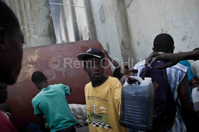 © Remi OCHLIK/IP3 - Cap Haitien on 2010 november 16 - Locals in Haiti's second city of Cap Haitien have challenged UN peacekeepers for a second consecutive day, throwing stones at patrolling teams and calling for their removal from the country..The incidents on Tuesday morning came a day after the deaths of at least two people during clashes between residents and UN troops during a protest over an outbreak of cholera in the country..Some Haitians blame Nepalese peacekeepers for the epidemic..Haitians loots what remain of food or gasoil in WFP buildings