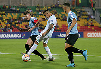BUCARAMANGA – COLOMBIA, 03-02-2020: Agustin Urzi de Argentina disputa el balón con Facundo Waller de Uruguay durante partido entre Argentina U-23 y Uruguay U-23 por el cuadrangular final como parte del torneo CONMEBOL Preolímpico Colombia 2020 jugado en el estadio Alfonso Lopez en Bucaramanga, Colombia. / Agustin Urzi of Argentina fights the ball with Facundo Waller of Uruguay during the match between Argentina U-23 and Uruguay U-23 for for the final quadrangular as part of CONMEBOL Pre-Olympic Tournament Colombia 2020 played at Alfonso Lopez stadium in Bucaramanga, Colombia. Photo: VizzorImage / Julian Medina / Cont