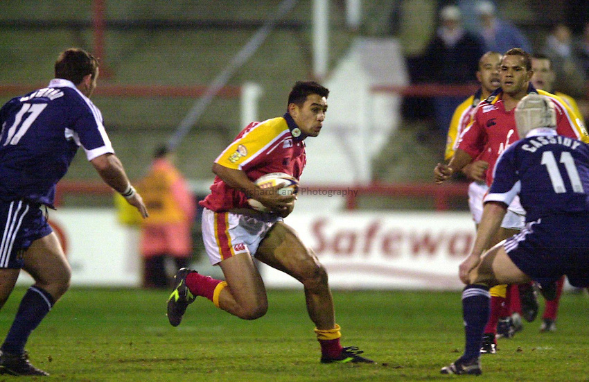 Photo Peter Spurrier.09/03/2002.Rugby League _ London Broncos v Wigan.Richie Barnett look's for the gap...