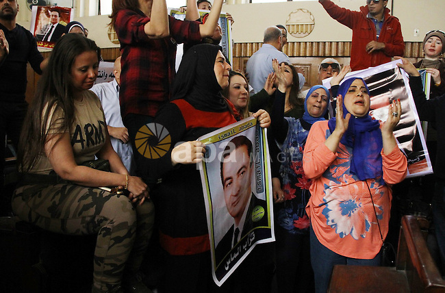 Supporters of former Egyptian president Hosni Mubarak shout slogans at the High Court where Mubarak's trial will take place, in Cairo, Egypt, April 7, 2016. Photo by Stranger