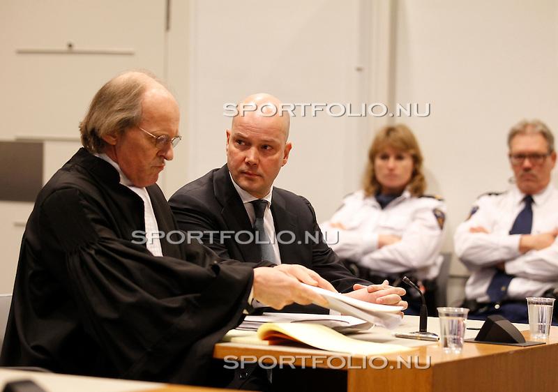 Nederland, Utrecht, 28 december 2011.Steven ten Have (m), voorzitter van de Raad van Commissarissen van Ajax zit naast zijn advocaat Stefan Kalff voor het kort geding van Tscheu La Ling