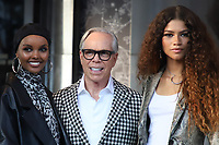NOVA YORK, EUA, 09.09.2019 - MODA-NYFW - As Modelo  Halima Aden, Designer Tommy Hilfiger e a atriz  Zendaya durante desfile  do New York Fashion Week no Teatro Apollo na cidade de Nova York neste domingo, 09. (Foto: Vanessa Carvalho/Brazil Photo Press)