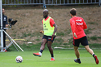 Jetro Willems (Eintracht Frankfurt) mit Nikolai Müller (Eintracht Frankfurt) - 28.08.2018: Eintracht Frankfurt Training, Commerzbank Arena, DISCLAIMER: DFL regulations prohibit any use of photographs as image sequences and/or quasi-video.