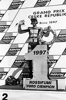 Valentino Rossi festeggia il suo primo mondiale nella 125cc a Brno.1997.