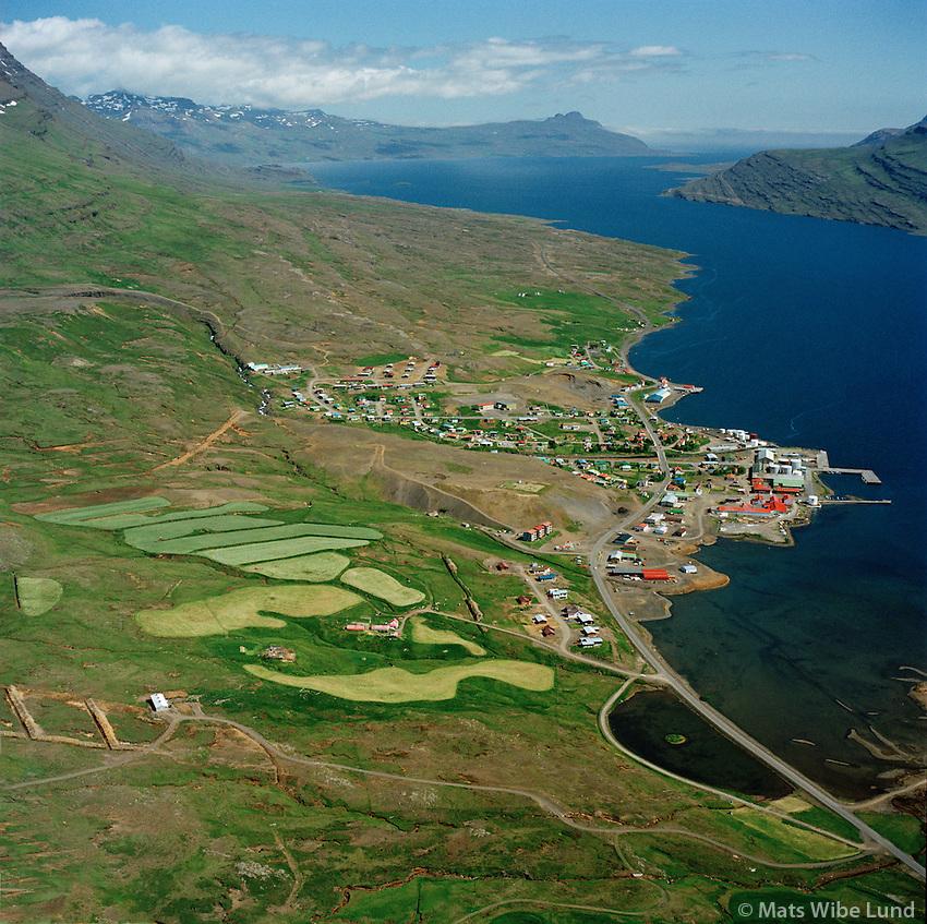 Reyðarfjörður (Búðareyri) séð til austurs, Kollalaleira fremst,  Fjarðabyggð áður Reyðarfjörður/ Reydarfjordur (Budareyri) viewing east, Kollalaeira in foreground. Fjardabyggd former Reydarfjardarhreppur.