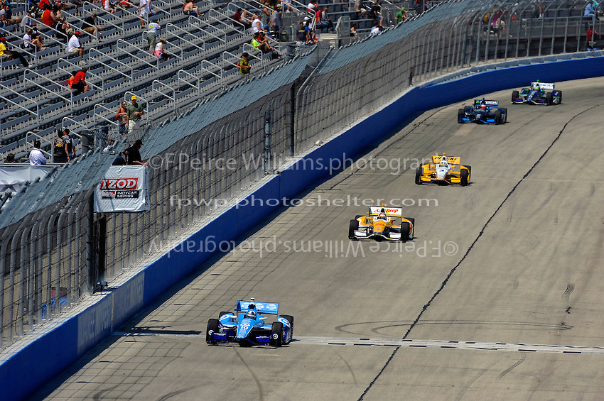 Dario Franchitti (#10) leads Ryan Hunter-Reay (#28), Helio Castroneves (#3), Rubens Barrichello (#8) and Tony Kanaan (#11).