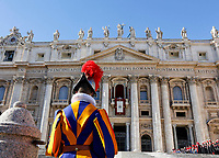 Vatican City, 25th December, 2018. Pope Francis delivers the Urbi et Orbi (In Latin 'to the city and to the world' ) Christmas' day blessing from the central loggia of St. Peter's Basilica.<br /> © Riccardo De Luca UPDATE IMAGES/ Alamy Live News