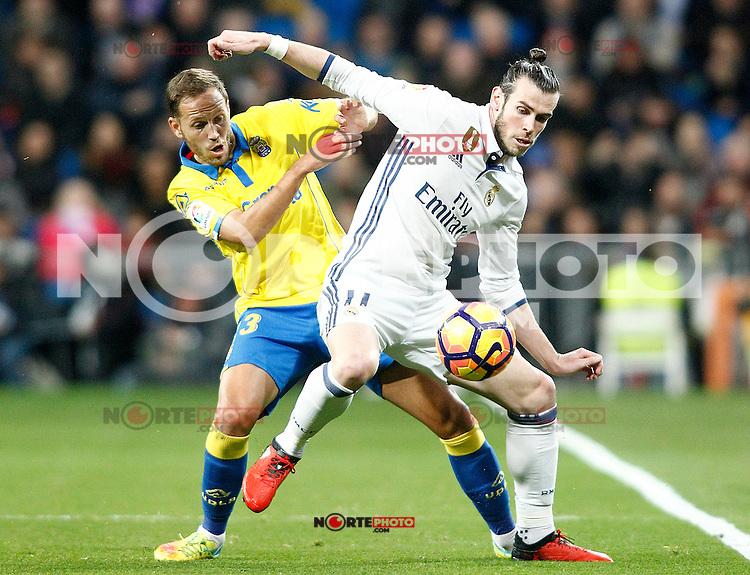 Real Madrid's Gareth Bale (r) and UD Las Palmas' Dani Castellano during La Liga match. March 1,2017. (ALTERPHOTOS/Acero) /NortePhoto.com