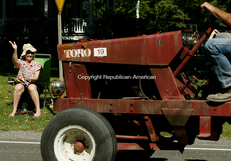 BRIDGEWATER, CT 9/02/07- 090207BZ07- Regina Kay, of Queens, NY, whose mother lives in Bridgewater, waves to a participant during the annual tractor parade in Bridgewater Sunday.   <br /> Jamison C. Bazinet Republican-American