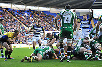 Leroy Houston of Bath Rugby scores the opening try of the match. Aviva Premiership match, between London Irish and Bath Rugby on November 7, 2015 at the Madejski Stadium in Reading, England. Photo by: Patrick Khachfe / Onside Images