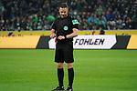 15.03.2019, Borussia Park , Moenchengladbach, GER, 1. FBL,  Borussia Moenchengladbach vs. SC Freiburg,<br />  <br /> DFL regulations prohibit any use of photographs as image sequences and/or quasi-video<br /> <br /> im Bild / picture shows: <br /> nach dem 1:1 Schiedsrichter Dr. Robert Kempa befragt den Videoassistent <br /> Foto © nordphoto / Meuter