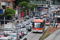 SÃO PAULO-SP-04,11,2014-TRÂNSITO SÃO PAULO - O motorista enfrenta lentidão na Avenida Eusébio Matoso sentido bairro.Próximo ao viaduto Eusébio Matoso,região oeste da cidade de São Paulo na tarde dessa terça-feira,04(Foto:Kevin David/Brazil Photo Press