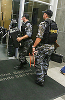 SAO PAULO, SP, 07 DE MARCO 2013 - SUPEITA DE BOMBA - Suspeita de bomba no Condomínio Grande São Paulo, na Líbero Badaró, onde funciona a Secretaria de Coordenação de Subprefeituras, no Centro de São Paulo (SP), na tarde desta quinta-feira (07). Segundo os bombeiros e assessoria da polícia, há reféns no local. FOTO: WILLIAM VOLCOV - BRAZIL PHOTO PRESS.