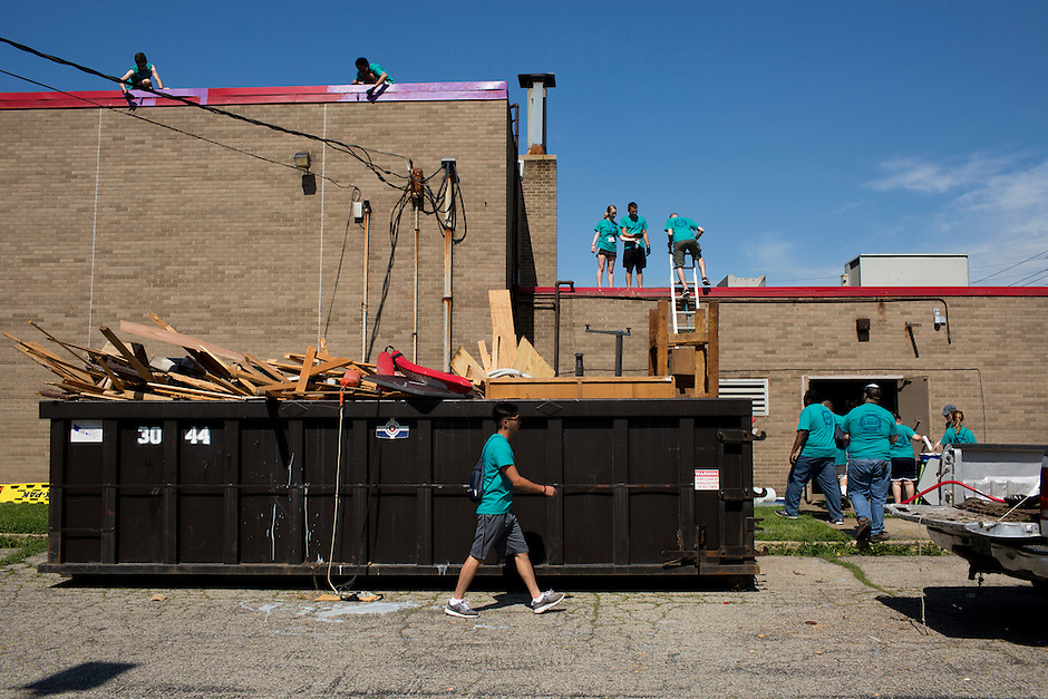 "Members work outside of the Friendship Westside Center for Excellence during ""Circle the City with Service,"" the Kiwanis Circle K International's 2015 Large Scale Service Project, on Wednesday, June 24, 2015, in Indianapolis. (Photo by James Brosher)"