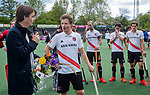 AMSTELVEEN  - Klaas Vering (Tophockey Amsterdam) met Jan-Willem Buissant (Adam). Buissant  neemt afscheid.   Hoofdklasse hockey heren ,competitie, heren, Amsterdam-Pinoke (3-2)  . COPYRIGHT KOEN SUYK