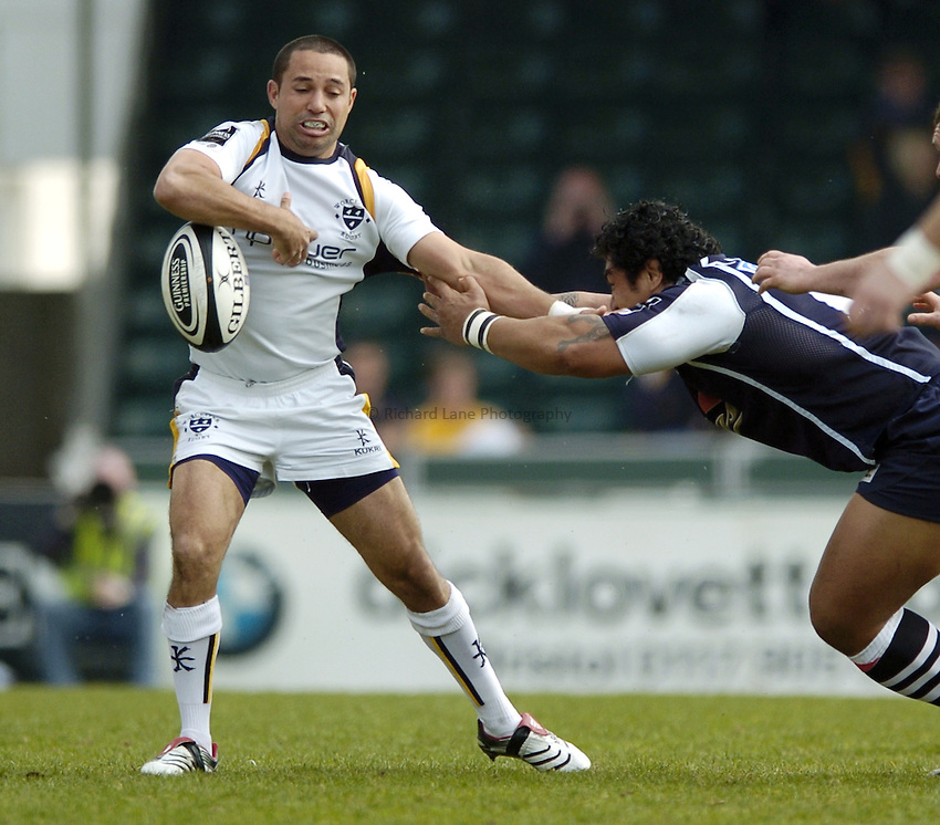 Photo: Jonathan Butler..Bristol Rugby v Worcester Rugby. Guinness Premiership. 07/04/2007..Shane Drahm of Worcester loses the ball under pressure from the Bristol defence.